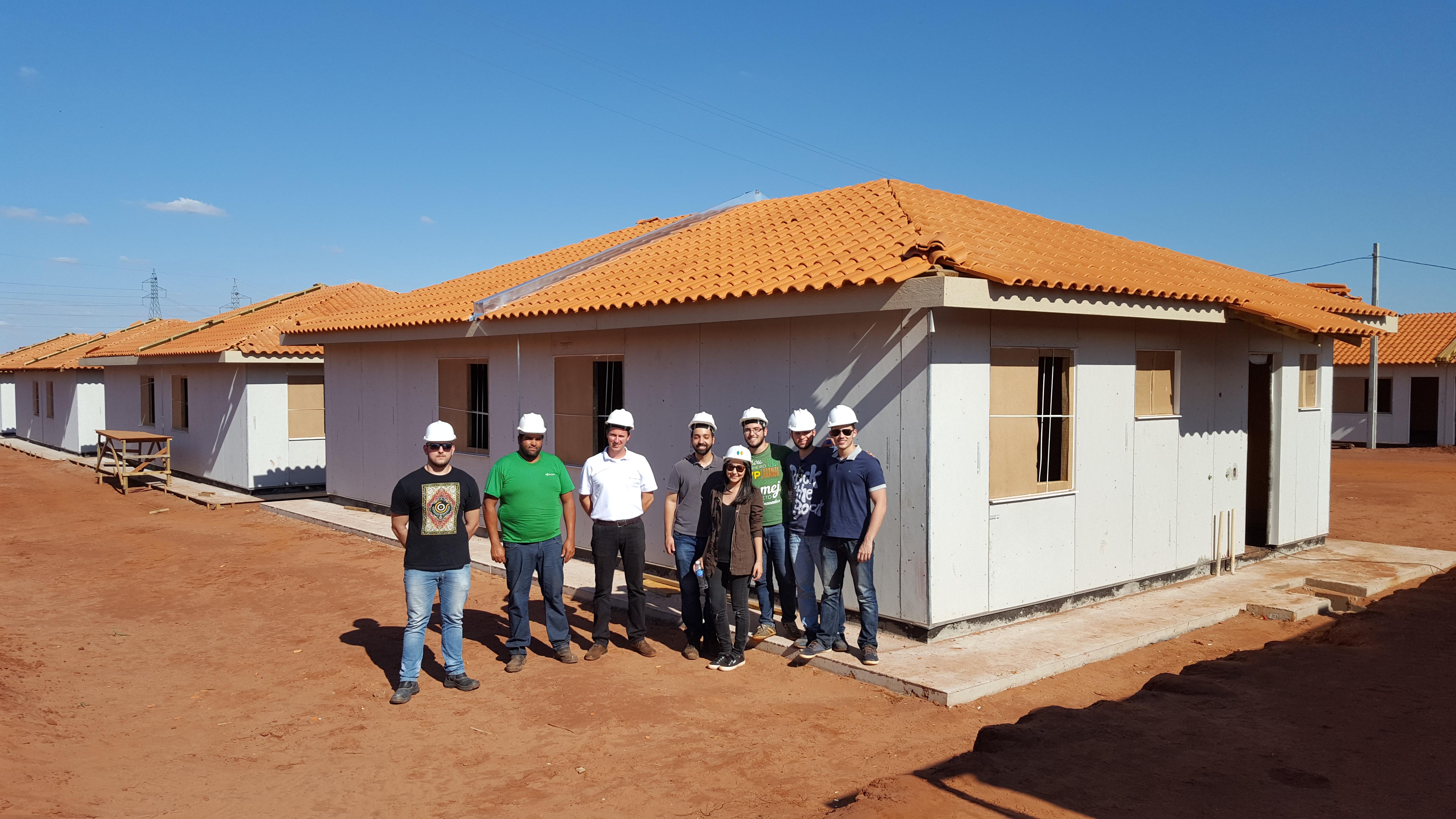 Visita de estudantes ao empreendimento em Paranavaí.